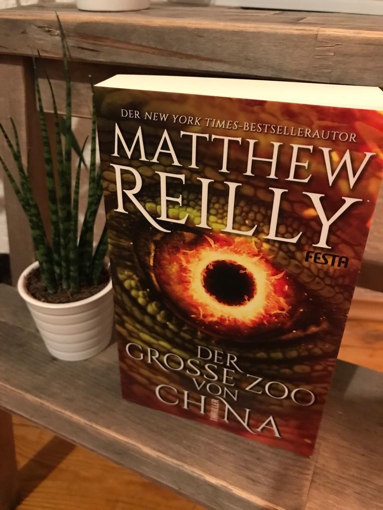 Buchcover Der große Zoo von China neben einer kleinen Sukkulente