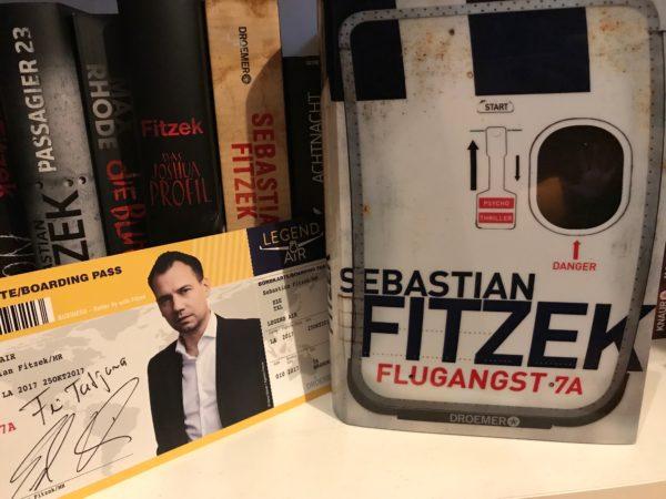 Flugangst 7A neben anderen Fitzek-Büchern