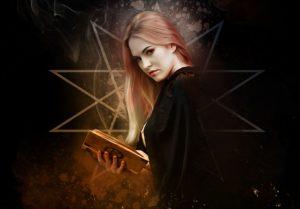 Hexe mit Buch